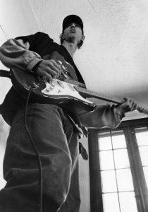 pipper-guitar-93